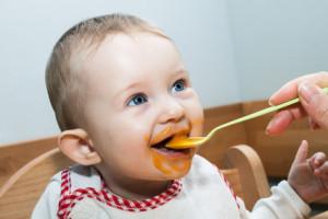 Baby zufüttern