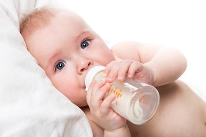Baby Schreit Brust An Trotz Hunger