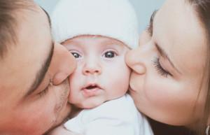 Baby schreit beim Vater