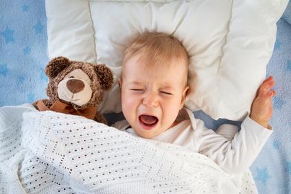 Baby schreit vor Müdigkeit